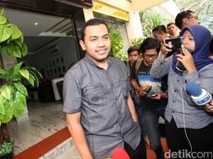 Dewi Tanjung Kirim Karangan Bunga HRS Positif COVID, FPI: Sampah Cari Sensasi