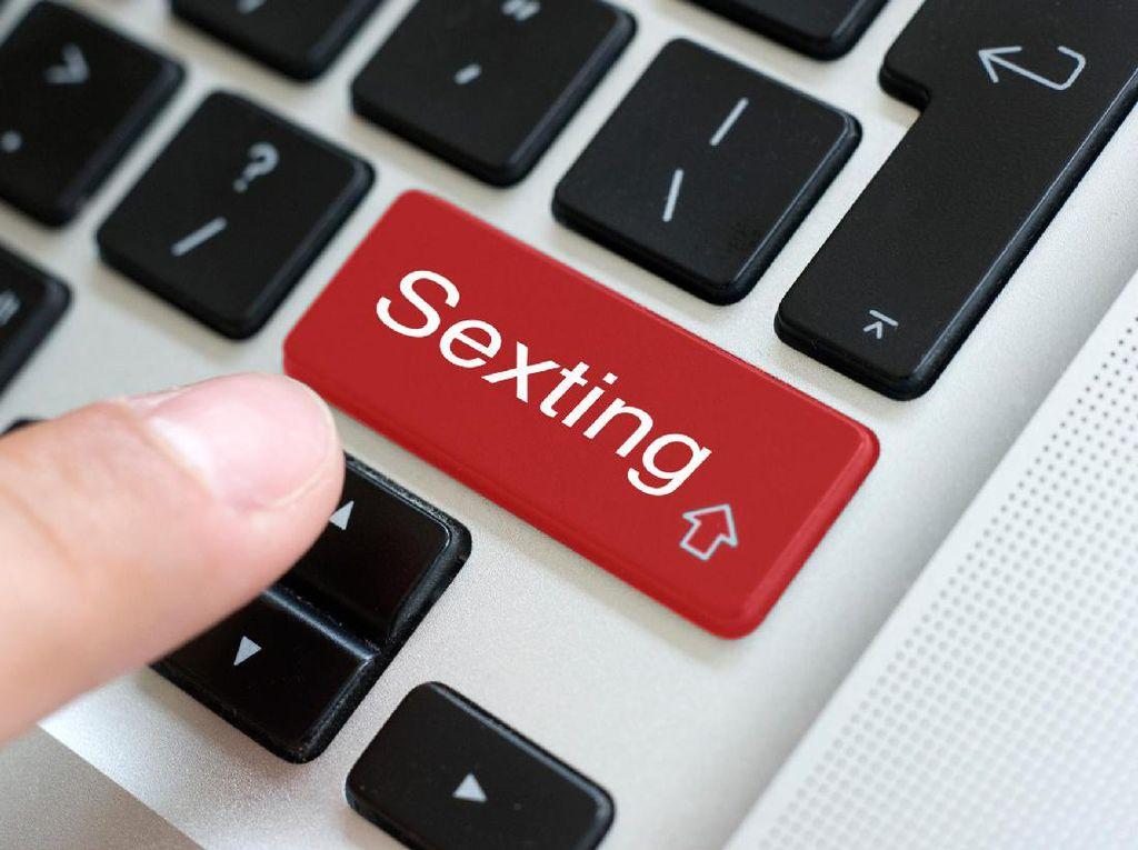 5 Pedoman Agar Sexting Bisa Bangkitkan Gairah Pasangan