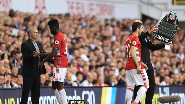 Pelatih Ajax Komentari Keluhan Mourinho Soal Jadwal Padat MU