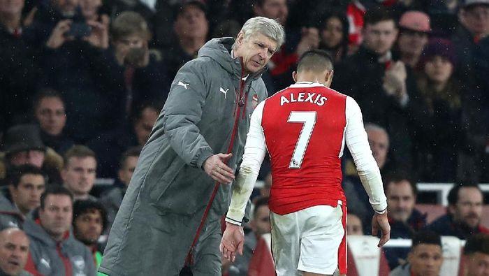 Alexis Sanchez dan Arsene Wenger saat masih di Arsenal (Foto: Clive Rose/Getty Images)