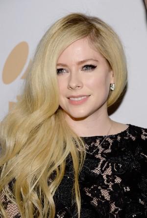 Avril Lavigne Jadi Seleb Paling Berbahaya di Internet