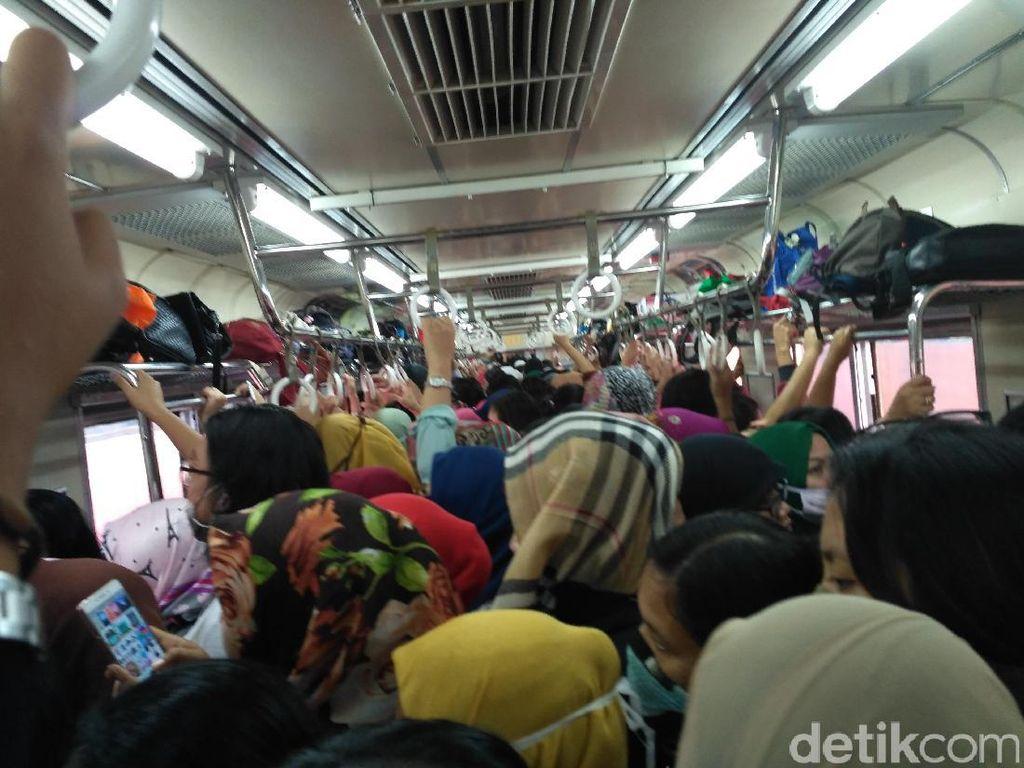 Waspada Begal Payudara Beraksi di Kereta