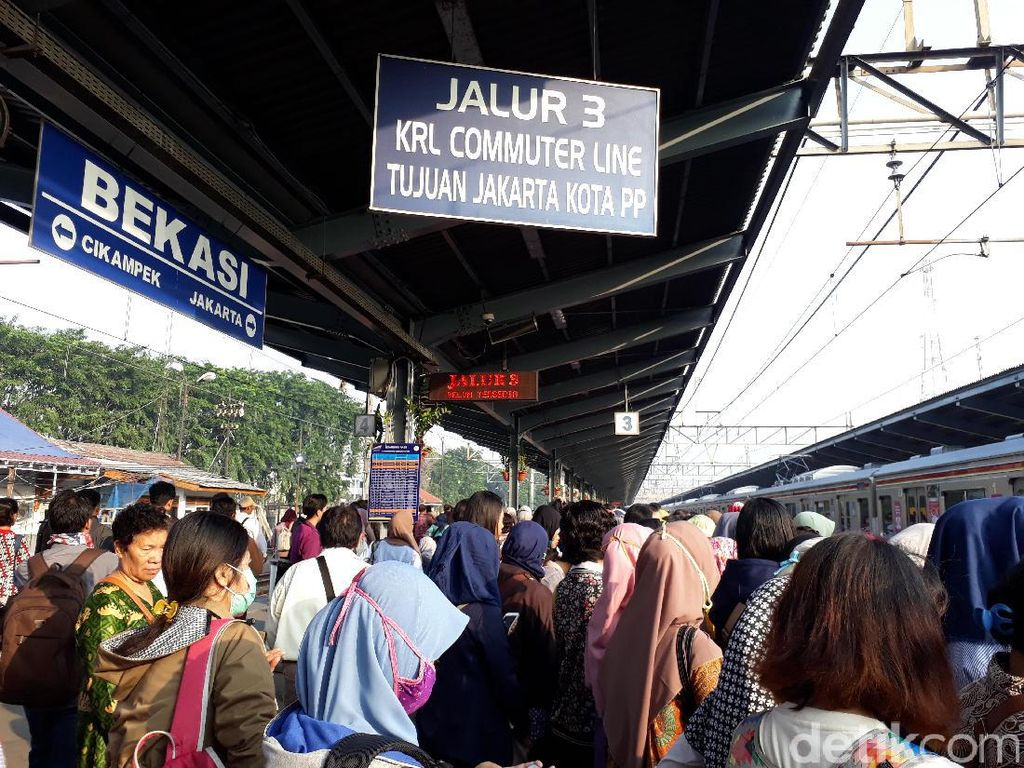 Cerita Penumpang Wanita dari Bekasi: Kegencet, Lalu Adu Bacot