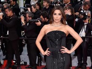 Foto: Saat Eva Longoria Pakai Gaun Terbalik di Festival Film Cannes