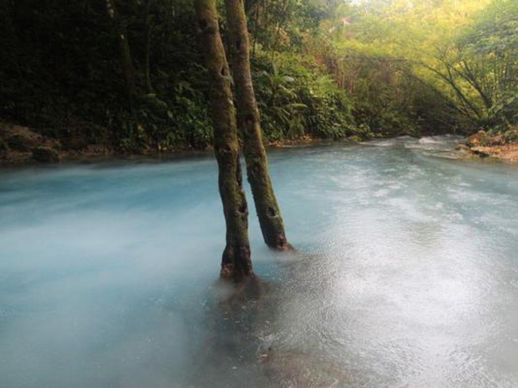 Pulau Seram Punya Danau Berasap yang Jarang Orang Tahu