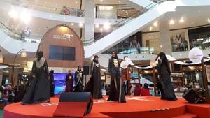 Lenggak-lenggok Model Cantik di Indonesia Street Bukit Bintang Fiesta