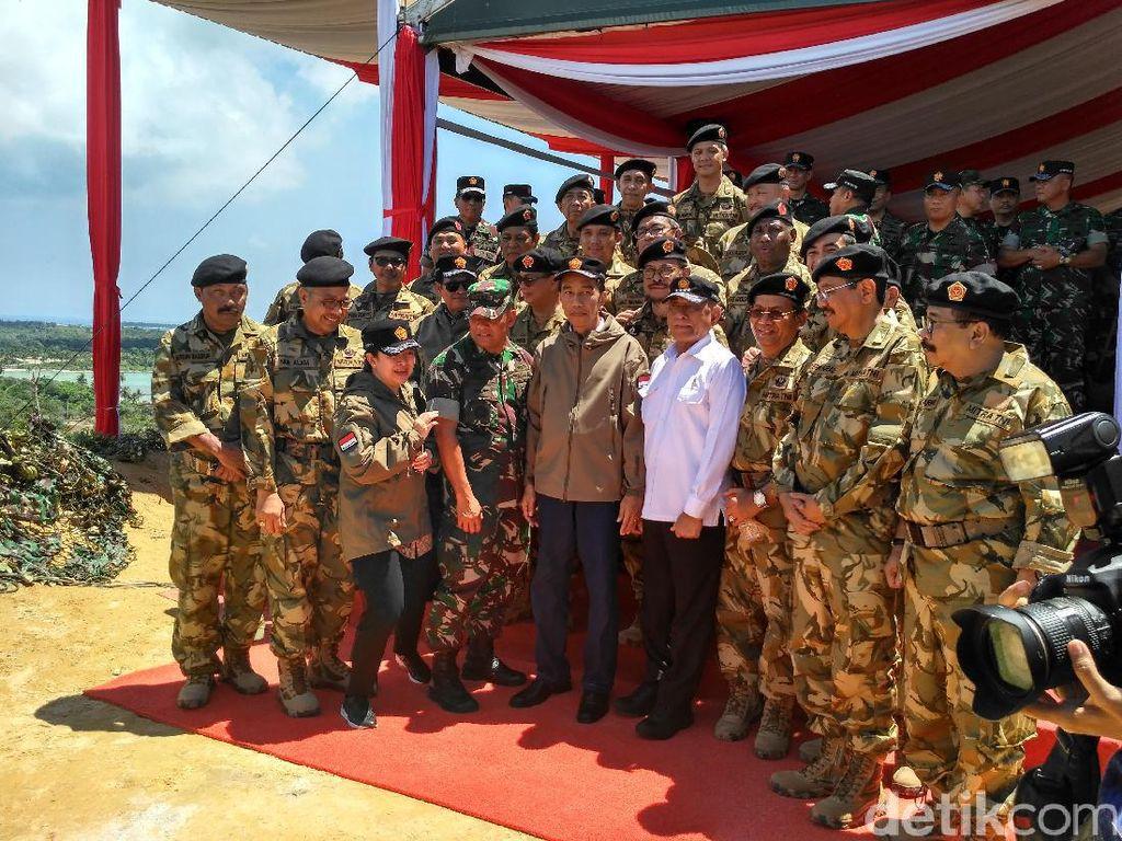 Gaya Para Gubernur Berpakaian Militer di Natuna