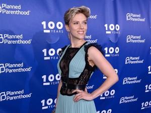 6 Bulan Pasca Gugat Cerai Suami, Scarlett Johansson Gandeng Cowok Baru