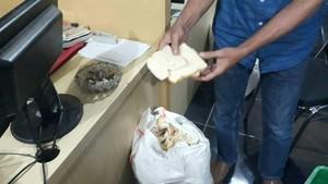 Polisi Gerebek Home Industry Tepung Berbahan Roti Kedaluwarsa