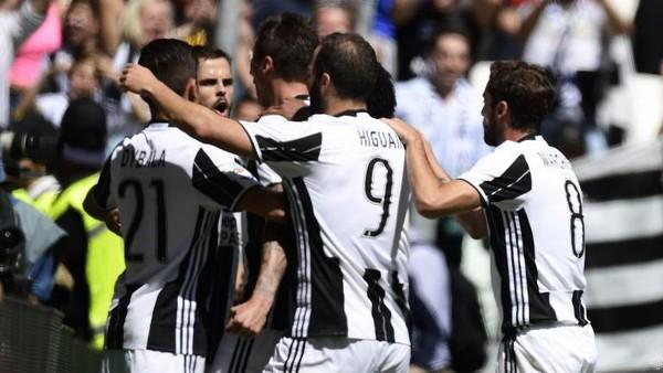 Juventus Juara Liga Italia Serie A 2016/2017!