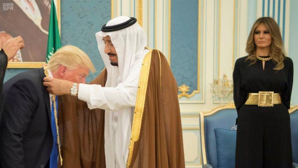 Walau Tampil Tanpa Kerudung, Melania Trump Dipuji Media Arab Saudi