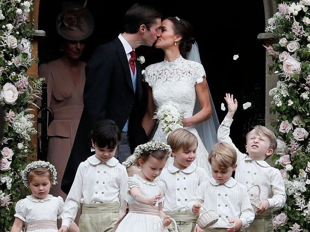 Gemas! Pangeran George dan Putri Charlotte di Pernikahan Pippa Middleton
