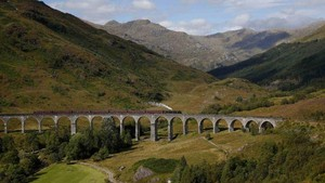 Tirukan Harry Potter, Traveler Nyaris Tewas Tertabrak Kereta