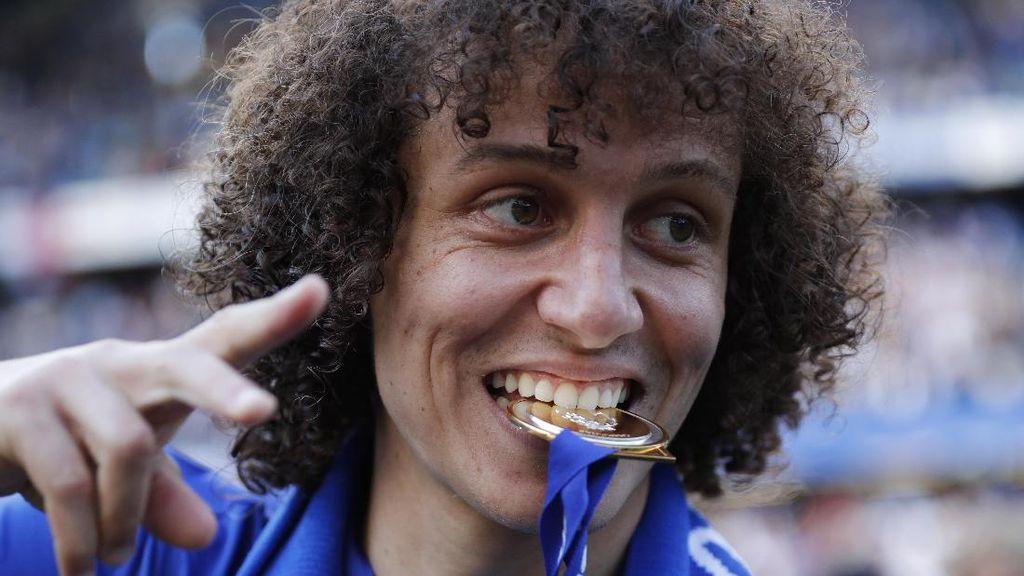 Jawaban David Luiz yang Bikin Carragher dan Neville Ngakak