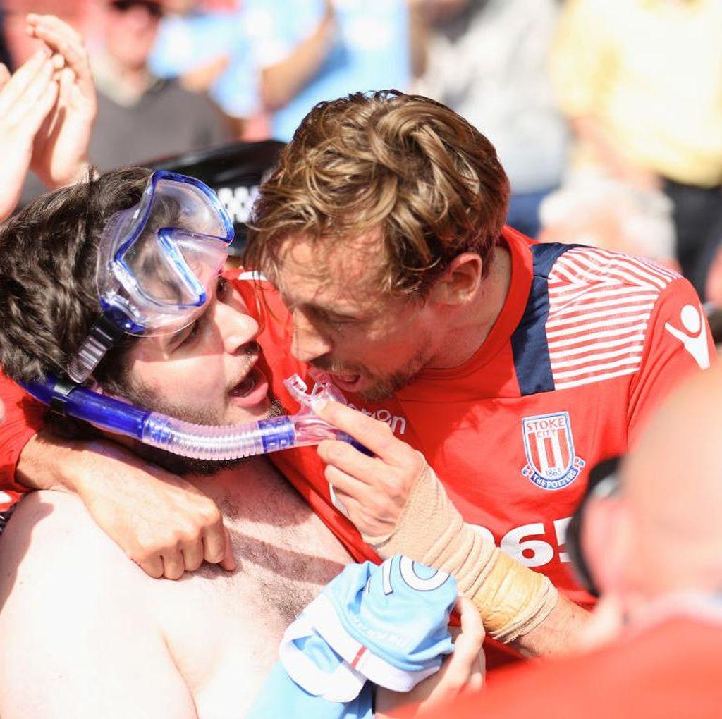 Pekan Terakhir Premier League: Dari Celana Renang sampai Tiga Kiper