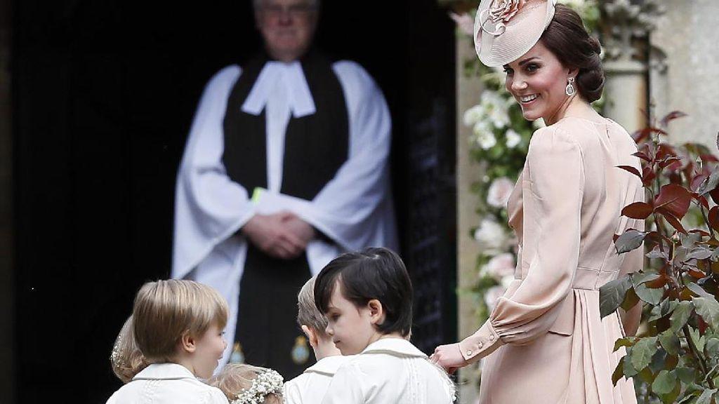 Foto: 13 Momen Manis Kate Middleton dan Anak-anak di Pernikahan Pippa Middleton