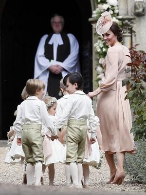 <i>So Sweet</i> Kate Middleton Desain Sendiri Undangan Pernikahan Pippa Middleton