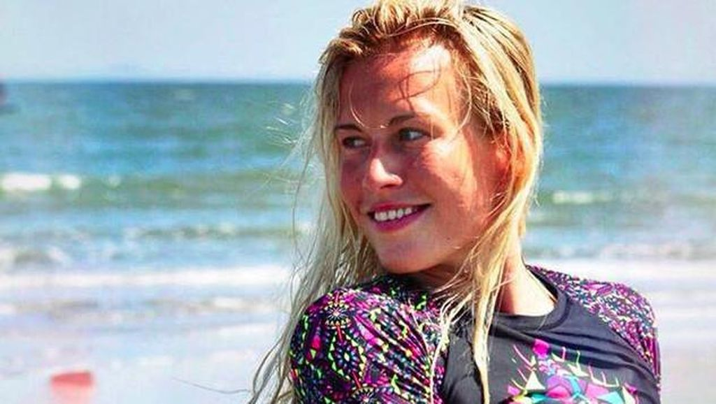 Wanita Cantik Ini Resign Buat Main Kitesurfing di Seluruh Dunia
