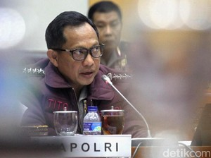 Kapolri Jenguk Korban Bom Kampung Melayu di RS Polri Kramat Jati