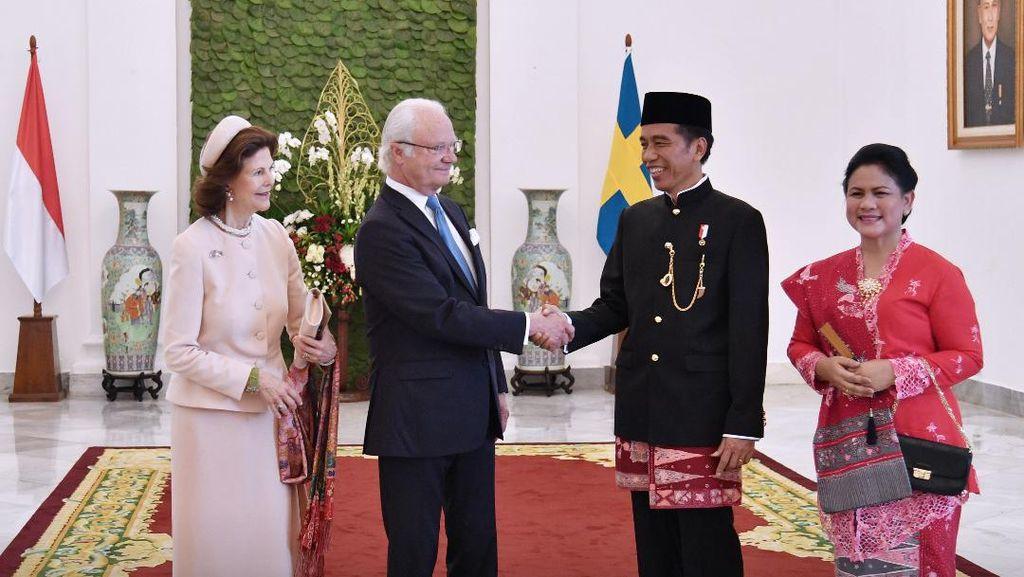 Selamat Ulang Tahun Jokowi, Ini 7 Momen Fashion Sang Presiden yang Viral