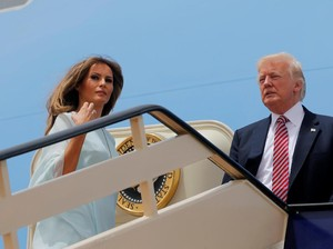 Foto: 5 Gaya <i>Stylish</i> Melania Trump di Arab Saudi