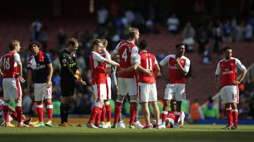 Mertesacker: Masa Depan Wenger Bukan Alasan Kegagalan Arsenal