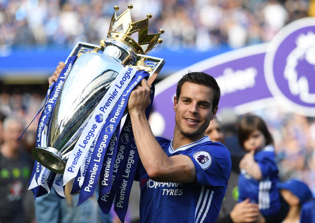 LONDON, ENGLAND - MAY 21:  Cesar Azpilicueta of Chelsea holds the premier league trophy following the Premier League match between Chelsea and Sunderland at Stamford Bridge on May 21, 2017 in London, England.  (Photo by Shaun Botterill/Getty Images)