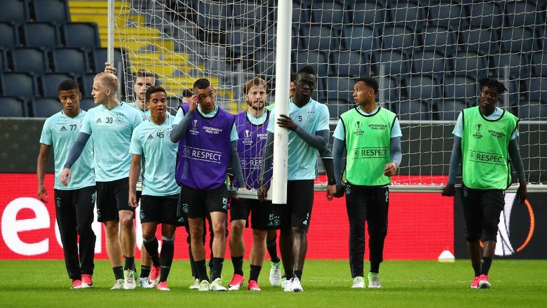 Pasukan Muda Ajax Diminta Jangan Demam Panggung