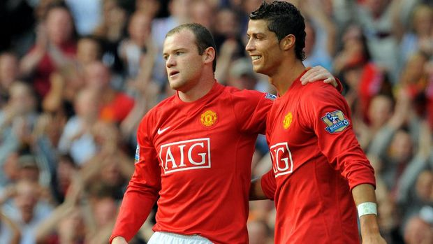 Manchester United's English forward Wayne Rooney (L) celebrates after scoring with Manchester United's Portugese midfielder Cristiano Ronaldo during the English Premier league football match against Bolton Wanderers at Old Trafford, Manchester, northwest England, on September 27 2008. AFP PHOTO/ANDREW YATES Mobile and website use of domestic English football pictures are subject to obtaining a Photographic End User Licence from Football DataCo Ltd Tel : +44 (0) 207 864 9121 or e-mail accreditations@football-dataco.com - applies to Premier and Football League matches. / AFP PHOTO / ANDREW YATES