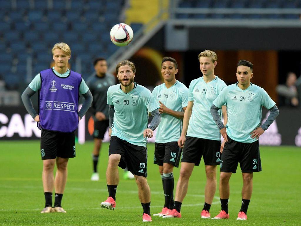 Bintang-Bintang MU Tak Bikin Ajax Keder