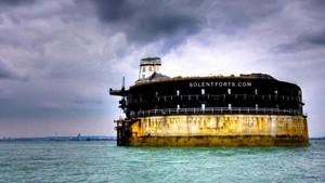 Benteng Tengah Laut yang Jadi Hotel, Mau Coba Nginap di Sini?