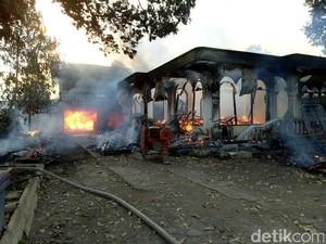 Diduga Korsleting, Gudang Mebel di Banyuwangi Ludes Terbakar