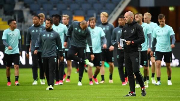 Ajax <i>Pede</i> dengan Gayanya Sendiri untuk Kalahkan MU