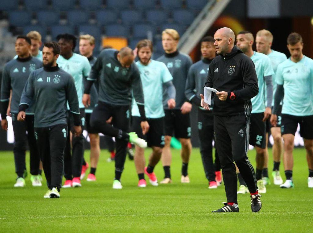 Ajax Pede dengan Gayanya Sendiri untuk Kalahkan MU