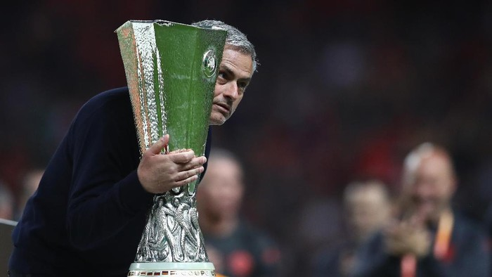 STOCKHOLM, SWEDEN - MAY 24:  Jose Mourinho, Manager of Manchester United holds the trophy following victory in the UEFA Europa League Final between Ajax and Manchester United at Friends Arena on May 24, 2017 in Stockholm, Sweden.  (Photo by Dean Mouhtaropoulos/Getty Images)