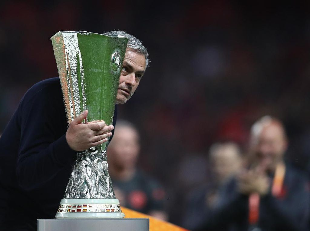 MU Rela Tukar Trofi Juara Liga Europa dengan Nyawa Korban Teror Manchester