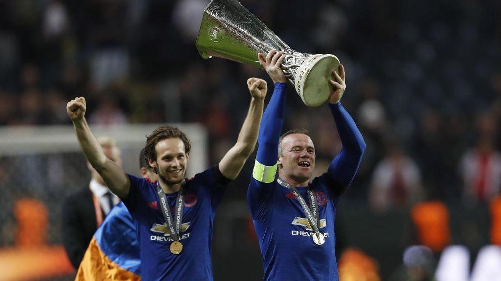Rooney Donasikan Rp 1,7 Miliar untuk Korban Teror Manchester
