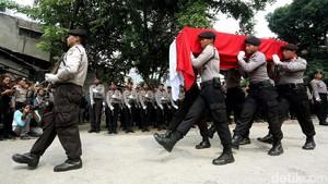 Bom Kampung Melayu, Kantor Polisi Pasang Bendera Setengah Tiang