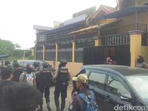 Terduga Teroris di Bandung Barat Dikenal Baik oleh Warga