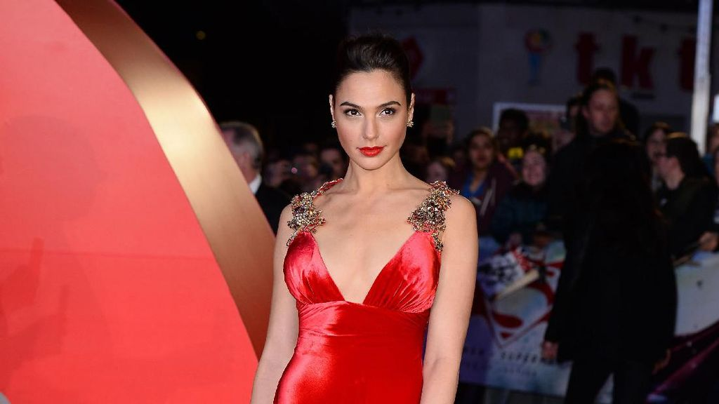 Foto: Inspirasi Gaun Pesta dari Gal Gadot Si Wonder Woman