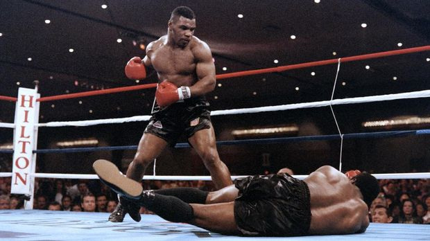 Mike Tyson ingin menghajar gorila karena mem-bully gorila lainnya.