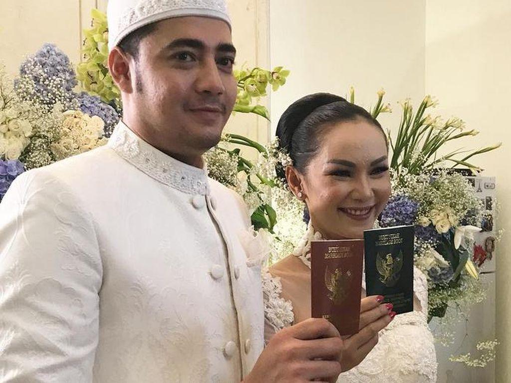 Senyum Bahagia di Pernikahan Kedua Kalina Ocktaranny