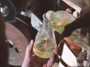 Motor Kayu Berbahan Bakar Minyak dari Ganggang
