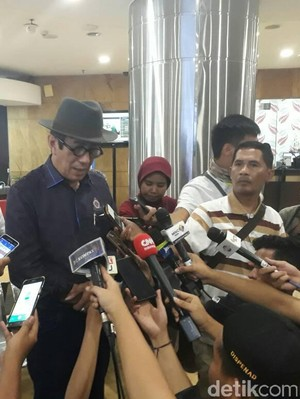 Menkum Yasonna Jenguk Bripda Yogi yang Jadi Korban Bom Kp Melayu