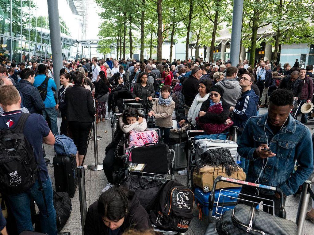 Foto-foto Penumpang  British Airways yang Terlantar