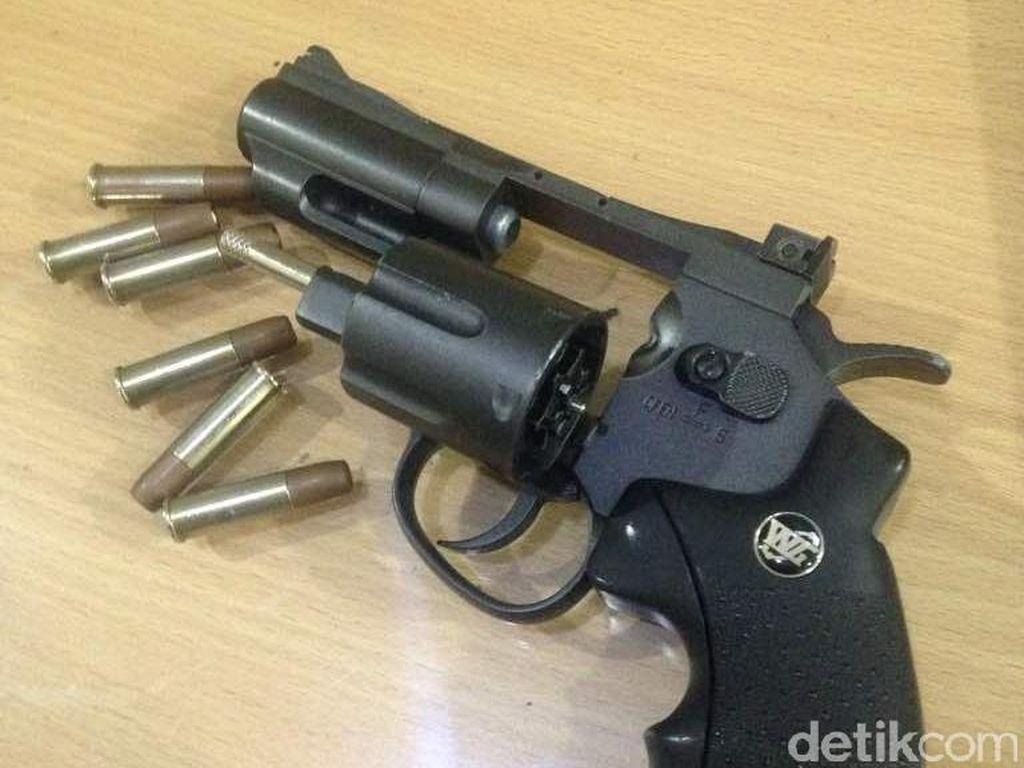 Polisi Tangkap Sopir Taksi Online di Bogor karena Bawa Airsoft Gun