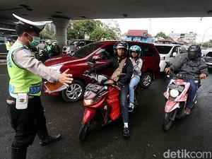 Petugas Gabungan Gelar Razia di Jalan Otista Raya