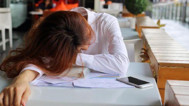 Pekerja kantoran biasanya tidak punya cukup waktu untuk olahraga, sehingga rentan mengalami obesitas.