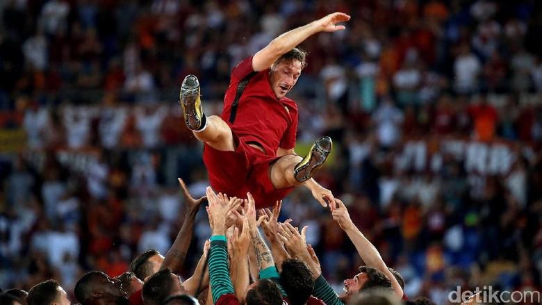 Strootman Sebut Totti Masih Bisa Main 5 Tahun Lagi