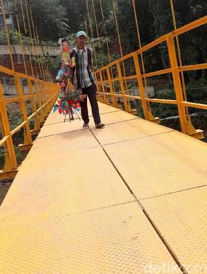 Jembatan Kuning Permudah Warga Condet-Poltangan